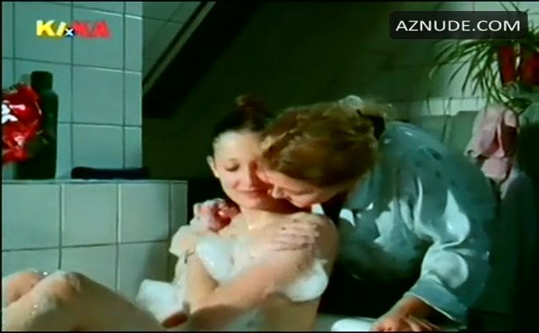 Lara brüste maria alexandra Comedy mit
