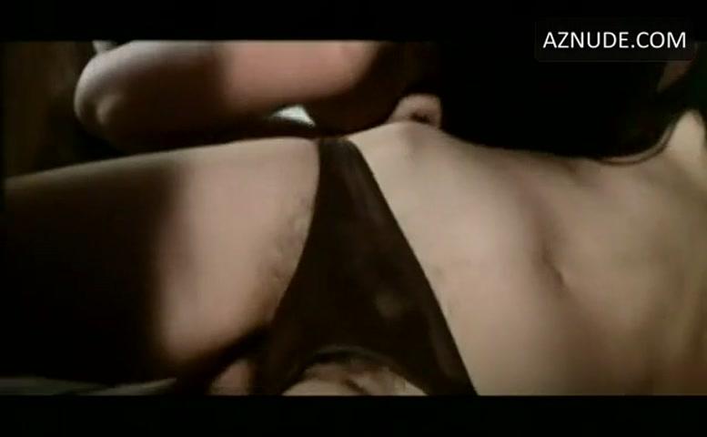 Monica Swinn  nackt