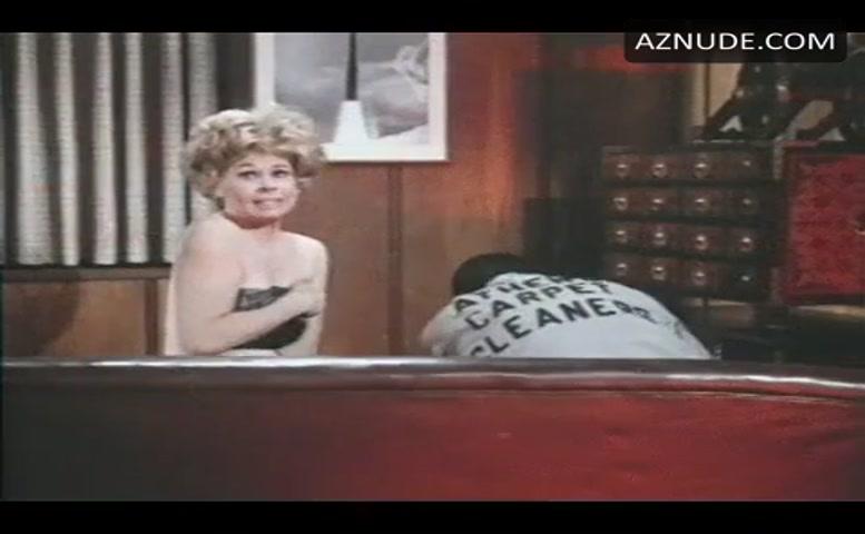 Sue Ane Langdon  nackt